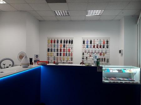 Сервисный центр. Ремонт телефонов и ноутбуков фото