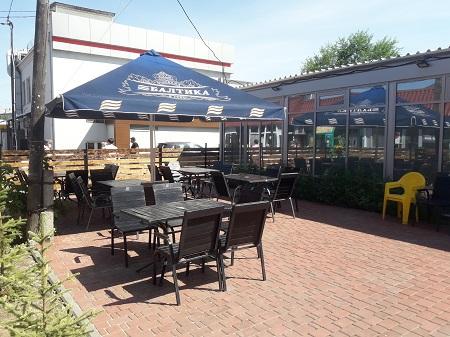 Пивной бар со стритфуд-кухней рядом с рынком фото