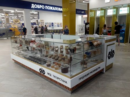 Магазин продукции пчеловодства в крупном ТЦ фото